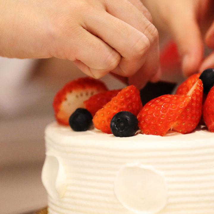老舗フルーツ卸売店の<br /> 本格ケーキと洋菓子店